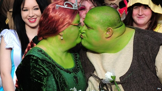 Couple dressed up as Shrek characters to raise money for Cancer research